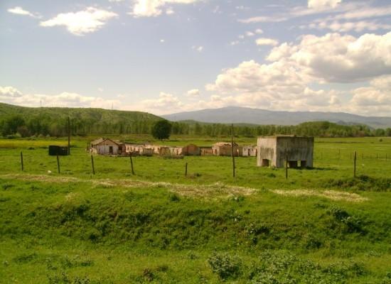 Продава животновъдна ферма около Сандански