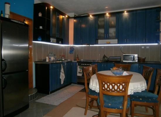 Продава къща с великолепна панорама в Сандански