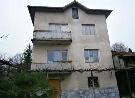 Haus zum Verkauf im Dorf Strumiani