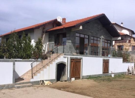 Продава нова едноетажна къща в района на Сандански