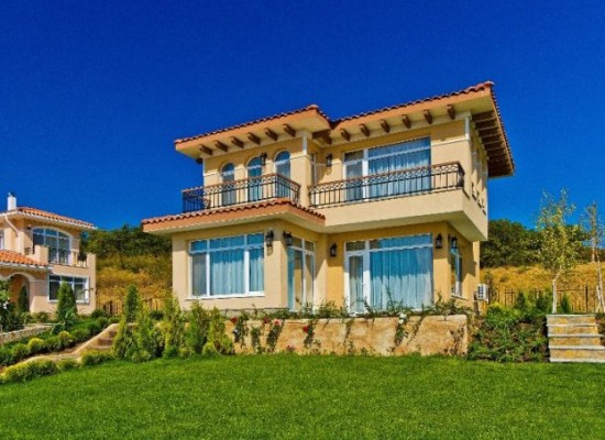 Villa 2 floors for sale near seaside