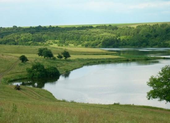 Zwei Grundstücke zu verkaufen  direkt am  Emerald Lake im Dorf Nikoalevka