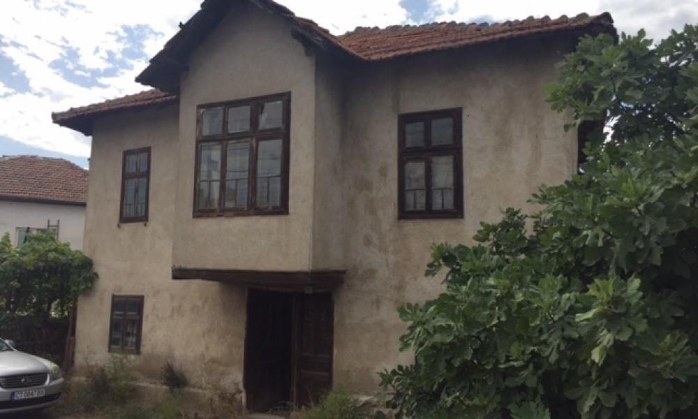 Продава стара къща в близост до гр.Сандански