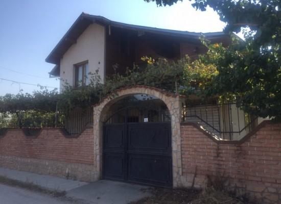 Продава нова къща в района на Сандански