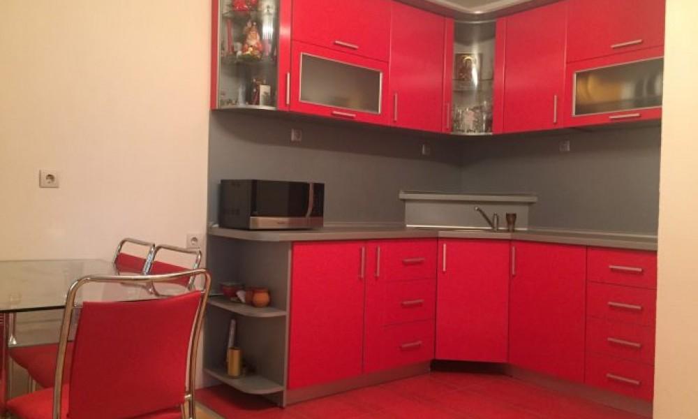 Продава етаж от къща в Сандански