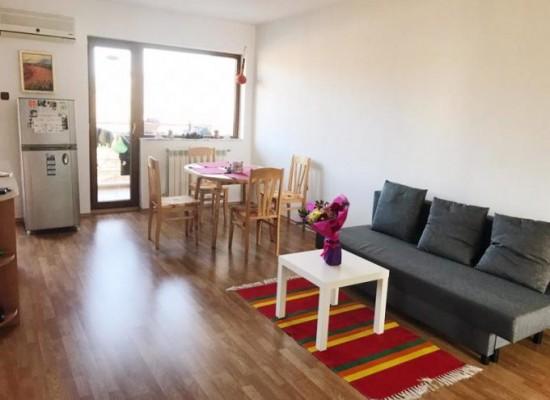 Продава обзаведен тристаен апартамент в Сандански