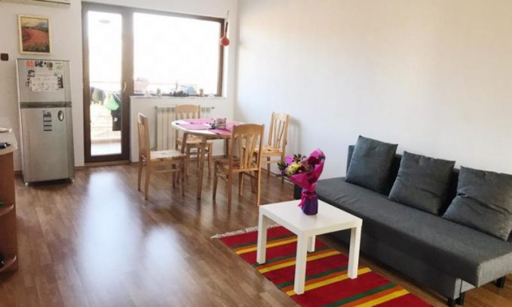 (Bulgarian) Продава обзаведен тристаен апартамент в Сандански