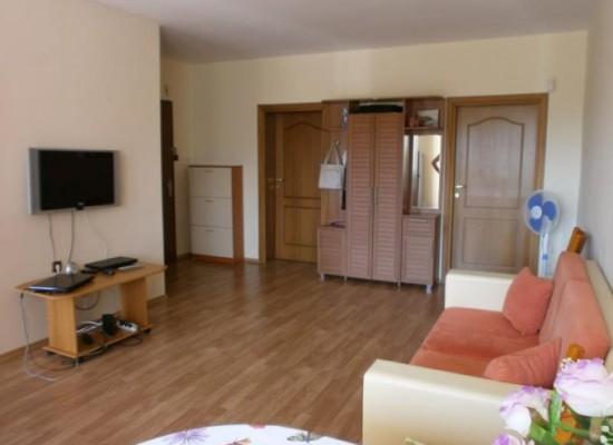 Продава тристаен апартамент в Поленица