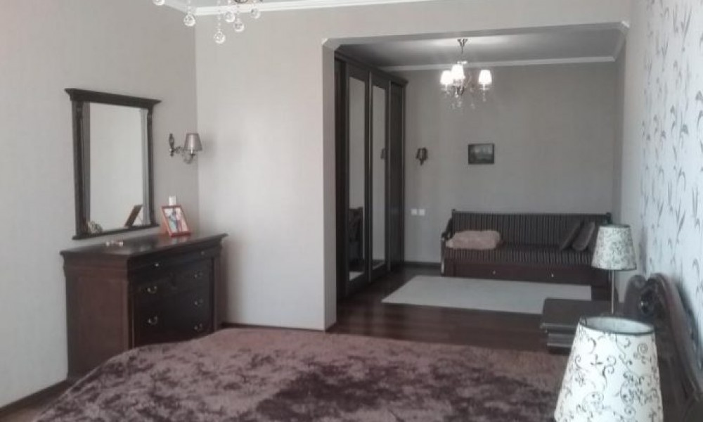 Продава луксозен апартамент в центъра на Сандански