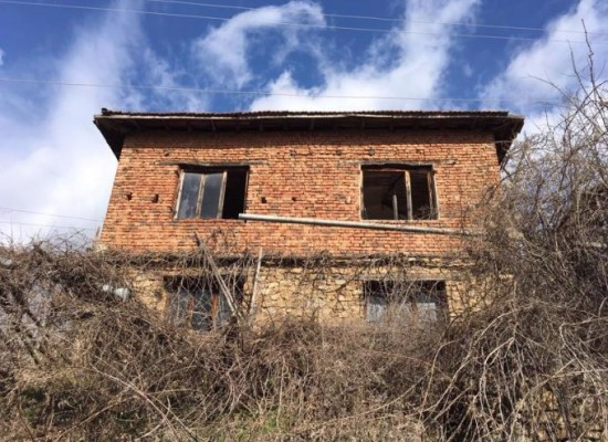 House for sale in the mountain village near Sandanski