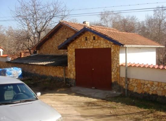 Продава къща в с.Лешница, общ. Сандански