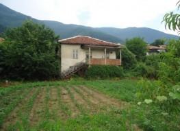 KLEIN HUIS VOOR RENOVATIE IN BULGARIJE