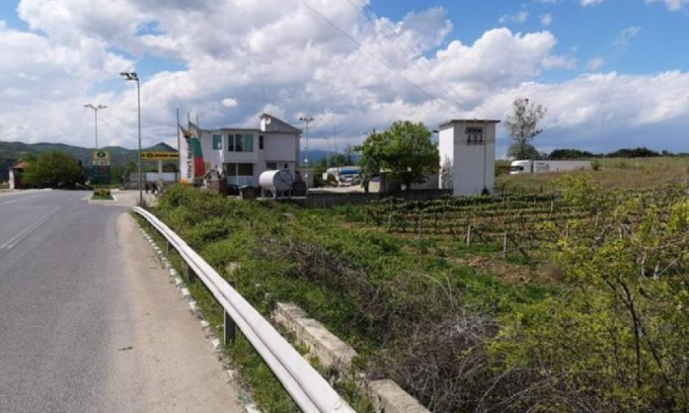 Продава земя на Е79 в Сандански