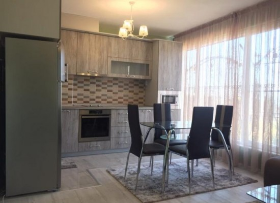 Нов тристаен апартамент под наем в Сандански