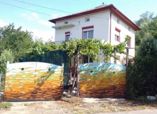 Продава къща в с.Струмяни