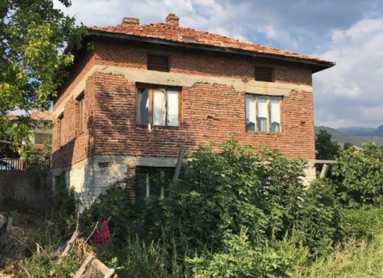 House for sale in mountain village near Sandanski SPA Resort