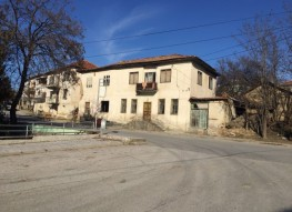 Property for sale in the center of the village of Levunovo