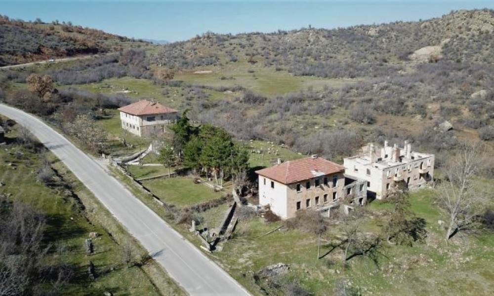 Big plot of land and buildings for sale near Sandanski