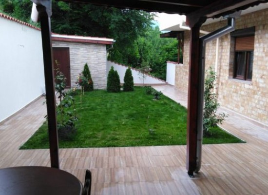 Two-bedroom apartment with a yard in Sandanski